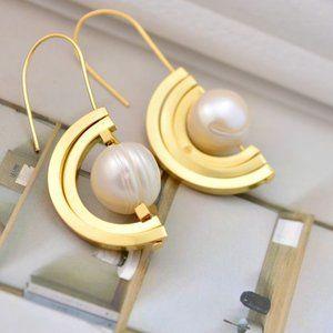 Tory Burch Simple Geometric Shape Pearl Earrings